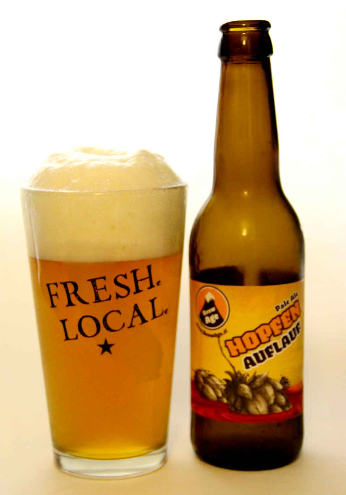 Bier mit Flasche Hopfenauflauf